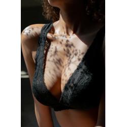 Černá krajková bralettka